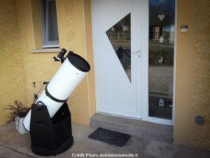 Télescope devant la maison de Tinael, pour son anniversaire